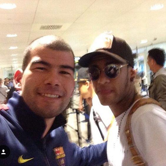 Ney e fã hj no aeroporto de Barcelona ❤