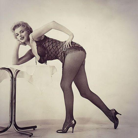 """La perfección de Marilyn❤ """"Bus Stop"""" en 1956  #marilynmonroe  #amor #beautiful #kiss #dress #retrica #viernes #friday #elsalvador #latinos #rubia #piernas #tacones #oldhollywood #movie #bus #stop #forever #smile"""