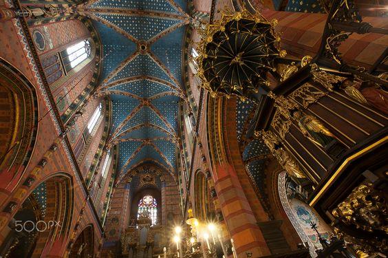 Glorious solitude - Krakow, Poland: St Mary's Church - Photo: Gustavo Kralj/GaudiumpressImages.com