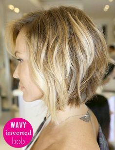 The inverted, wavy bob is becoming short hair classic! #tousledbob #haircut love the colours