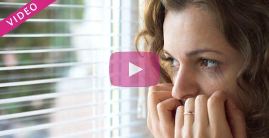 Découvrez à travers cette vidéo les conseils d'un sophrologue qui vous explique comment évacuer la crise d'angoisse. Avec ces exercices de sophrologie, vous pourrez enfin canaliser et vaincre les crises d'angoisse, le stress et la crise de panique. Une solution naturelle et souvent très efficace !