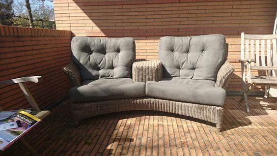"""Love seat"""