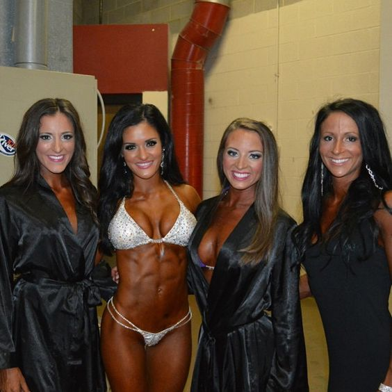This is a picture of me from St. Louis this past weekend! These girls seriously made my whole trip! Even when I was on stage I could hear them cheering me on. They came up to the pro dressing room and asked for a picture and wanted to show me their support. I seriously am taken back and humbled every time I can meet someone that I've inspired. Thanks girls for letting me share my story,insight and knowledge with you all. This is the real reason why I do what I do.☺️