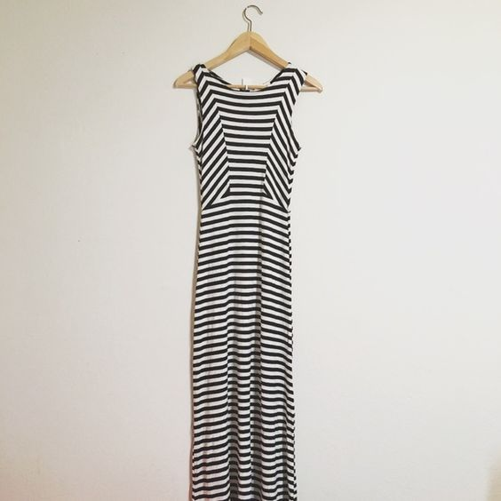 NWOT Striped Maxi Dress Stretchy fabrics, form-fitting, zipper down the back. Great for summer! No exchanges. NOWT. Ask me questions if you have any! ❤️ Dresses Maxi