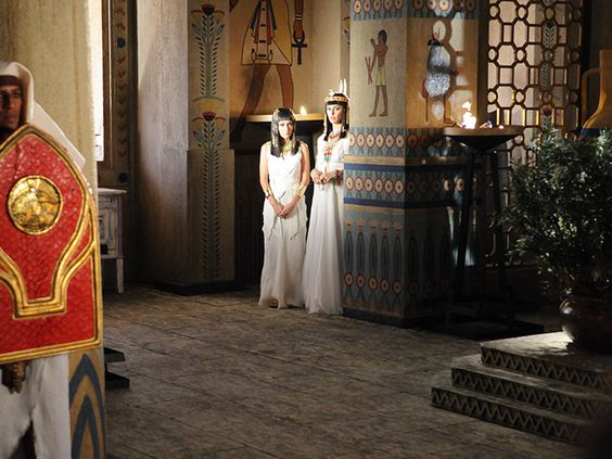 Azenate confronta o Faraó para defender o grande amor de sua vida http://r7.com/JjGT