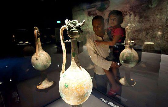 Cổ vật được trưng bày bên trong bảo tàng.