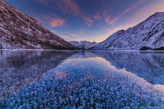 Burbujas Congeladas en lago Multinskiye, Rusia.