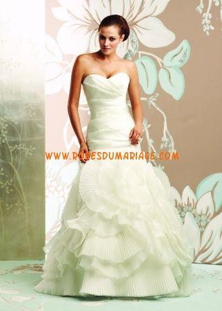 Paloma Blanca belle robe de mariée sans bretelle ornée de volant pas cher organza