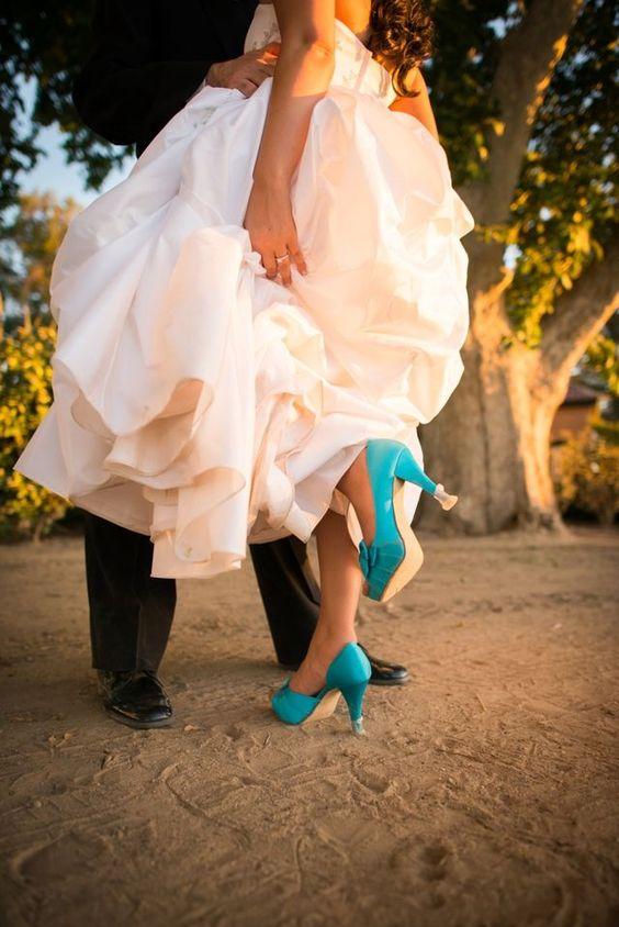 Farbige Schuhe sind der Trend bei Hochzeiten, aber der Lack wird schnell verkratzt! Solemates verhelfen Dir stilvoll auf unebenen Böden weiter zu gehen.