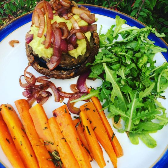 Tonight's meal is a Mindful Chef recipe of beef and mustard burger with balsamic onions and rosemary carrot fries. The burger is sitting on a baked portobello mushroom so this recipe is refined carb free and gluten free. It's bloomin' yummy and satisfies a burger craving while still being healthy. Oh and it has avocado in it so what's not to love?