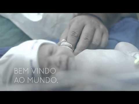 Em um segundo a Lara mudou para sempre a vida de Paulo. Lara é a primeira filha e este é o vídeo do seu nascimento. Uma homenagem de Johnson's Baby para o Dia dos Pais. Campanha da DM9.