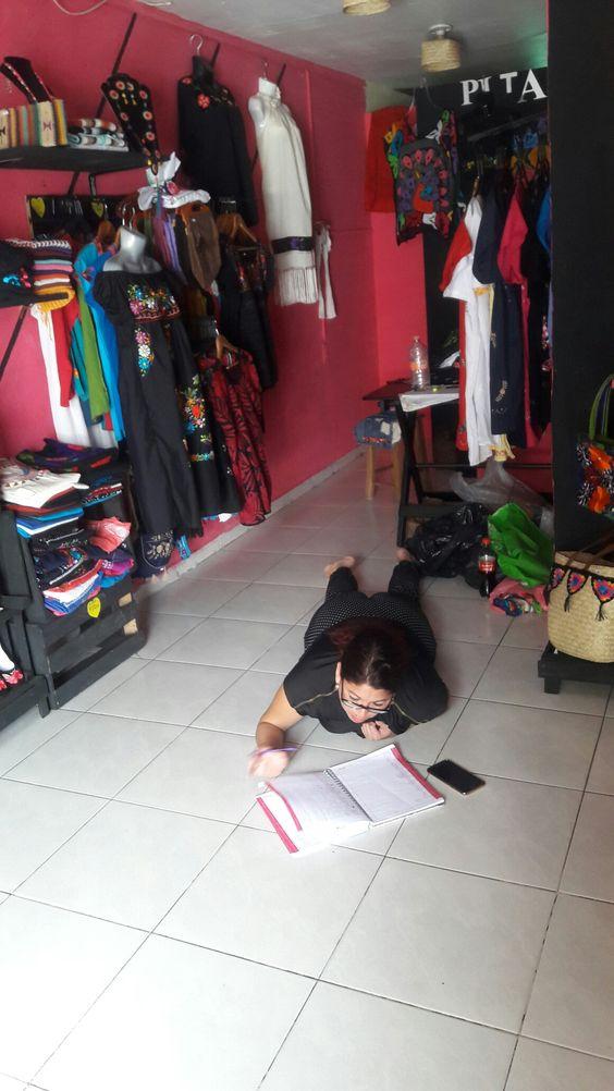 Así trabaja Adela  en tienda!!!