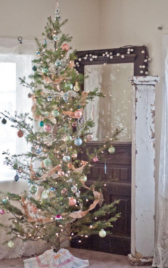 20 Inspiring Christmas Tree Decorating Ideas Shabby Christmas Vintage Christmas Decorations Vintage Christmas Tree