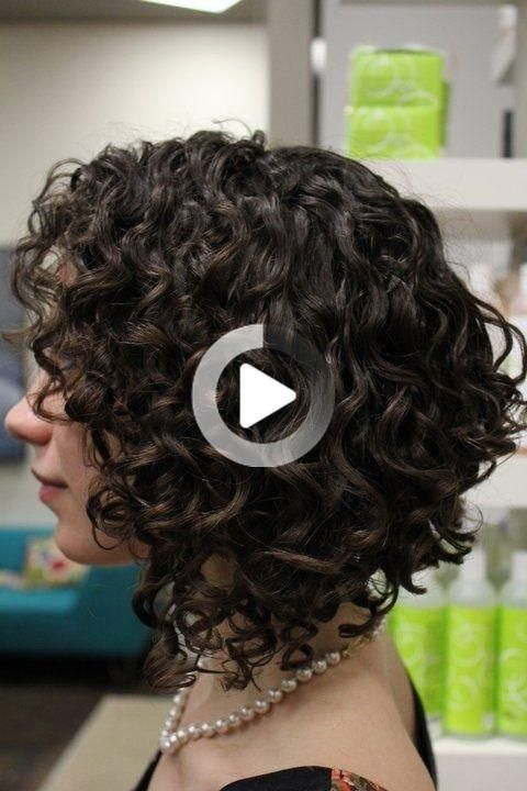 50 Chic Curly Bob Hairstyles Curly Hair Styles Krotkie Krecone Wlosy Fryzury Z Poldlugich Wlosow Coiffure Coiffures Frisees Cheveux