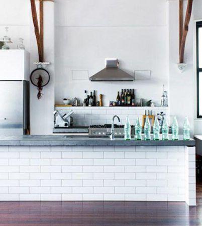 Witte 'metro' tegels en cement top. open keuken   bcn moodboard ...