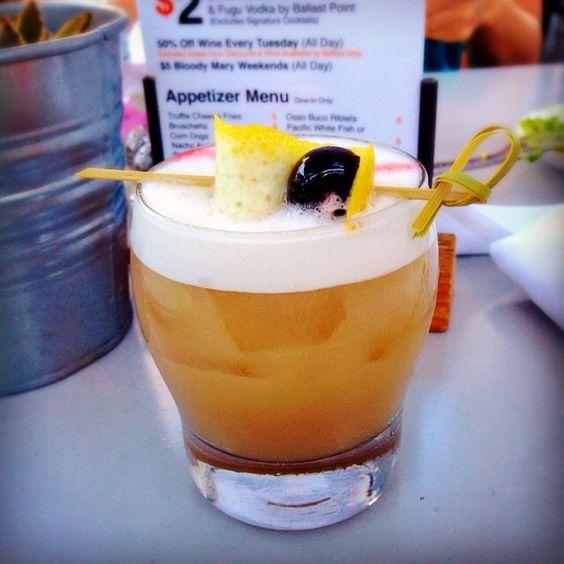 Post workout replenishment #bourbonsour #eggwhite #fridaynightdrinks #cocktails #craftcocktails #eureka