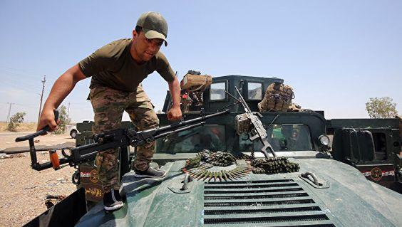 Военнослужащий армии Ирака в окрестностях города Эль-Фаллуджа, Ирак. Архивное фото