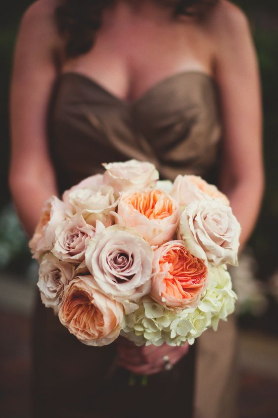 Champagne roses, pale peach juliet garden roses and antique green hydrangeas by Botanica  #wedding #weddingflowers #Botanica