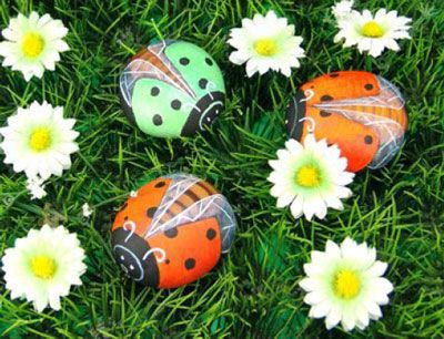 How-to-DIY-Painted-Pebble-Ladybugs-20.jpg