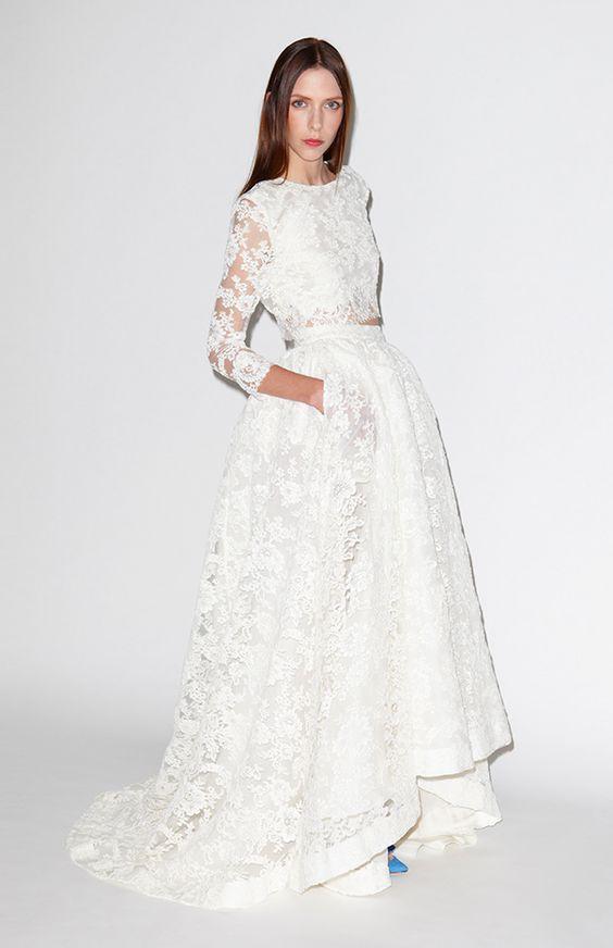 Cet ensemble en dentelle : | 36 robes de mariée deux-pièces chic et originales