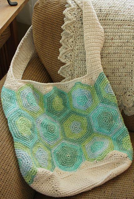READER MAKES: SUNNY SHOULDER BAG   crochet today