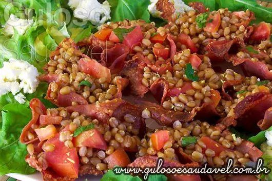 #BomDia! A dica de #almoço é uma Salada de Grão de Trigo com Folhas Verdes e que foi uma deliciosa surpresa para mim ...  #Receita aqui: http://www.gulosoesaudavel.com.br/2013/07/24/salada-grao-trigo-folhas-verdes/
