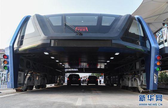 TEB el autobús que pasa por encima de los coches es ya una realidad - ITespresso.es #FacebookPins