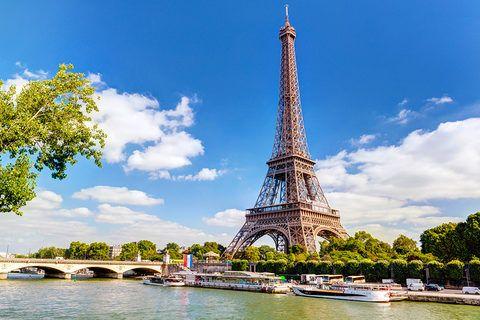 #Disnayland #Paris #France #Toureffeil #Seine #freizeit #park #spass #dinsaylove #city #trip #bluesky  #Frankreich #travador