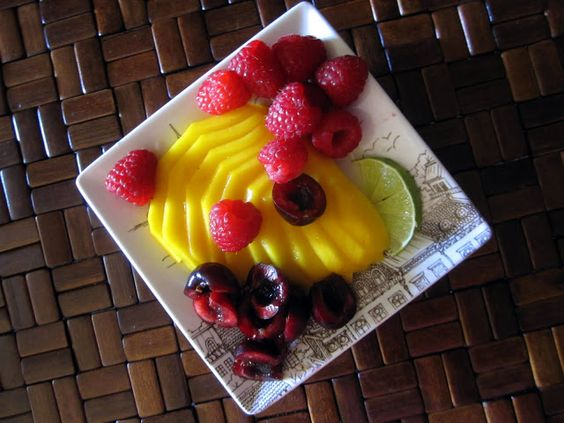 Fresh fruit plate – eat with your eyes first!