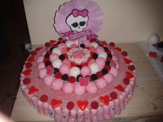 Tarta de chuches monster hight