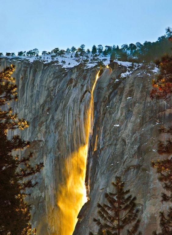 Огненный водопад Хорстейл находится в национальном парке Йосемит: 2 тыс изображений найдено в Яндекс.Картинках