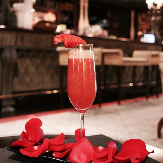 "Perfect week to share a ""Sweet Kiss"" Metropole special Valentine's Cocktail! #metropoleromance #hotelmetropolemontecarlo #cocktailtime #mondayfunday #valentinesday #saintvalentin #valentinesweek #bar #luxuryhotel #monaco #instagood #hotelmetropole #metropolemontecarlo"