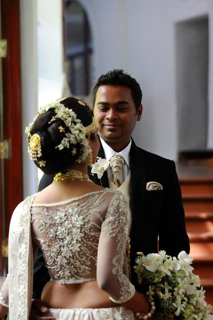 OH MY MY WHAT A GIANT BULKY BUN! Care however should be taken before adopting such hairstyles, as due to it's high static charge, it will cause phlegm to move up in the throat, causing the voice to quaver & a frequent urge to clear the throat. A heavy chabi chhalla with a long & wide hook if inserted at the edge of the pleats of the saree, will reduce this problem as it's hook will activate the acupressure points that act to keep the throat clear.