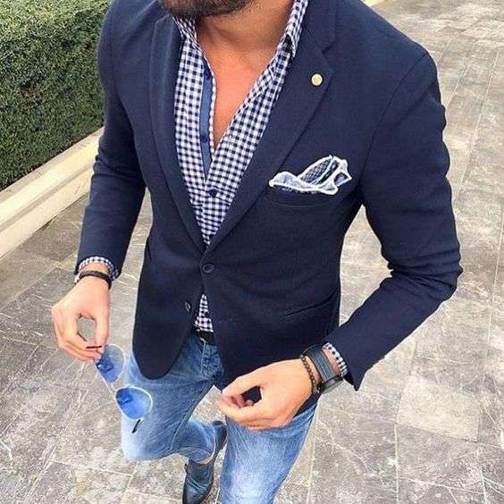 giacca elegante sui jeans