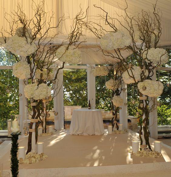 Jewish Wedding Altar: Chuppah! Beautiful! #themodernjewishwedding.com
