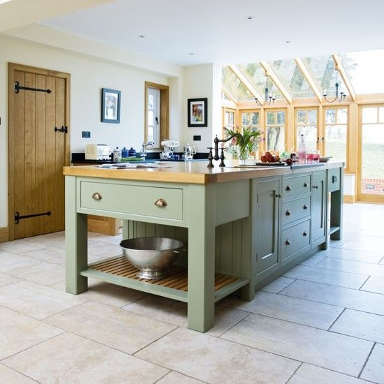 Country Kitchen Islands | Island | Take a tour around a painted country-style kitchen | PHOTO ...