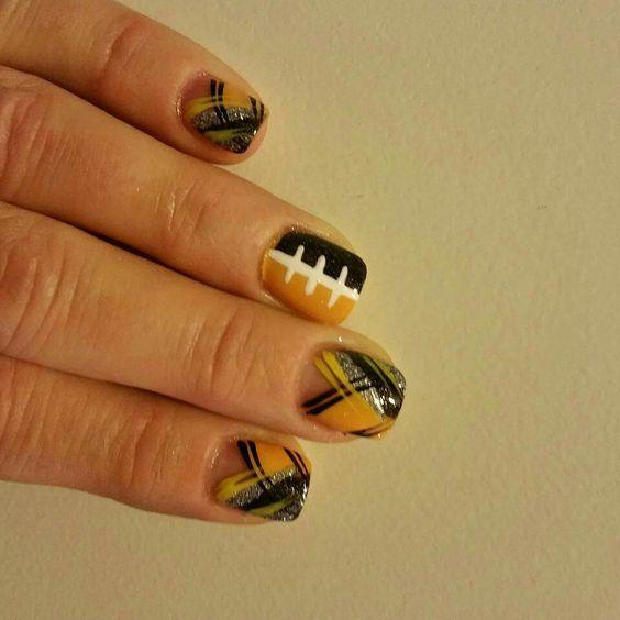 Iowa Hawkeye Nails.  Dominique Glitz and Glam.