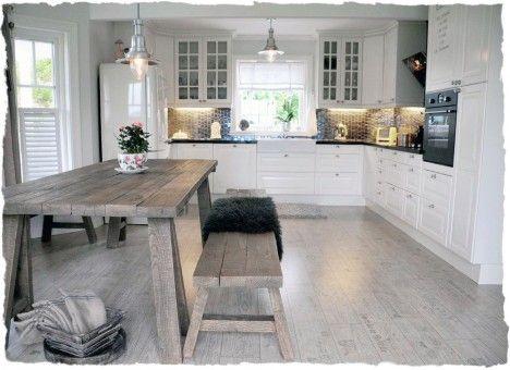 Sånn kan kjøkkenet vårt bli... drivvedgulv, hvit innredning og ...
