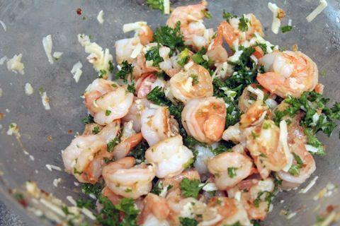 Lemon Garlic Shrimp with Parmesan, Tirando o limao e o abacate,tem boas receitas nessa Pinterest :-)