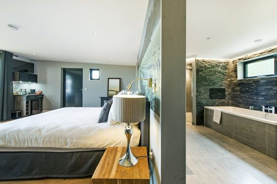 The Lodges at Tinwood Estate - Stay the night near Chichester, West Sussex in…