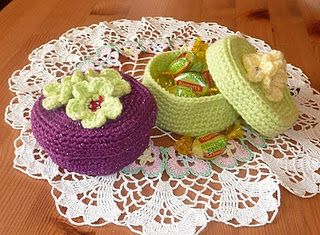 Pretty Floral Trinket Box. Free- pdf-pattern.