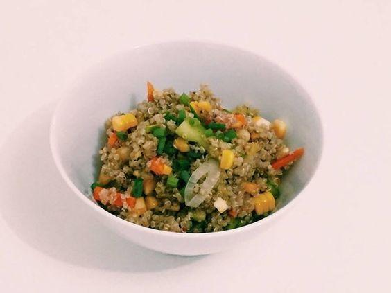 Salada de quinoa com milho.