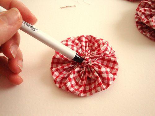 Tutoriel Yoyo flowers  fleurs en tissu  fabriquer une déco de table () ,