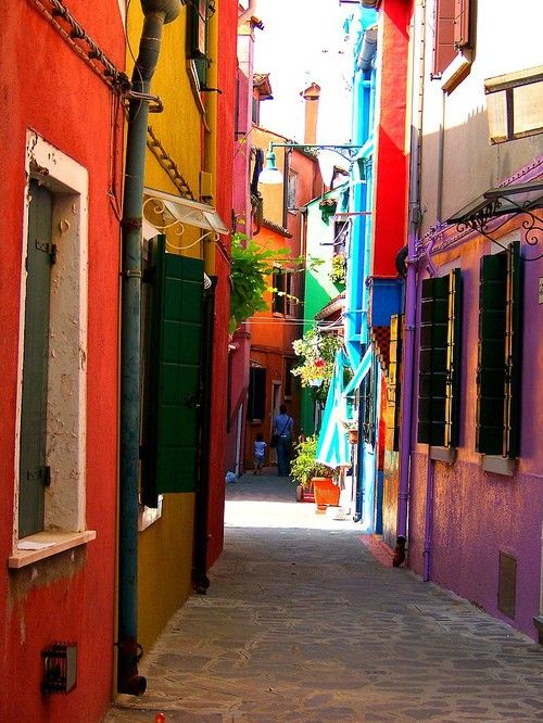 love the colorful alley