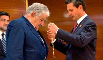 Mujica recibe condecoración de parte del Presidente de México, Enrique Peña Nieto http://wp.me/p3diS2-BL