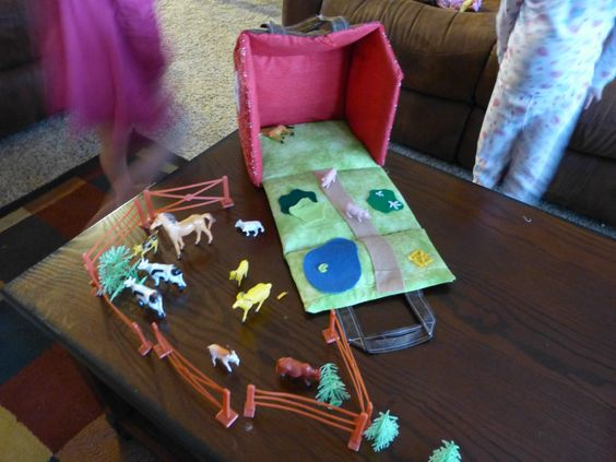 A girl and a glue gun: fabric dollhouse