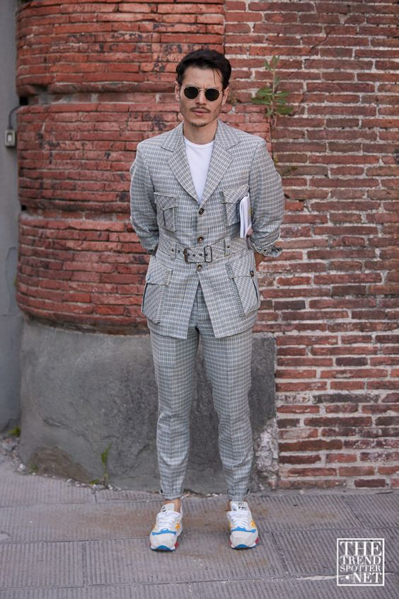 スーツ×スニーカー海外メンズコーデThe Best Street Style From Pitti Uomo Spring/Summer 2020