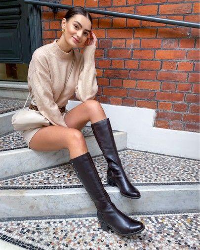 Mujer con botas de caña alta