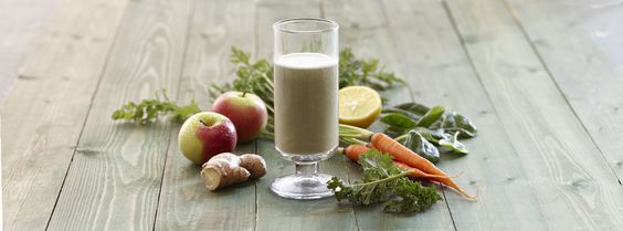 Green Renewal Shake with Kale, Spinach, Spirulina, Carrot, Banana, Apple, Lemon, and Ginger. #OPTAVIA #choosehealthalways