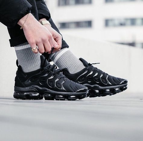 Nike Air Vapormax Plus | Chaussures nike, Chaussures homme, Chaussure